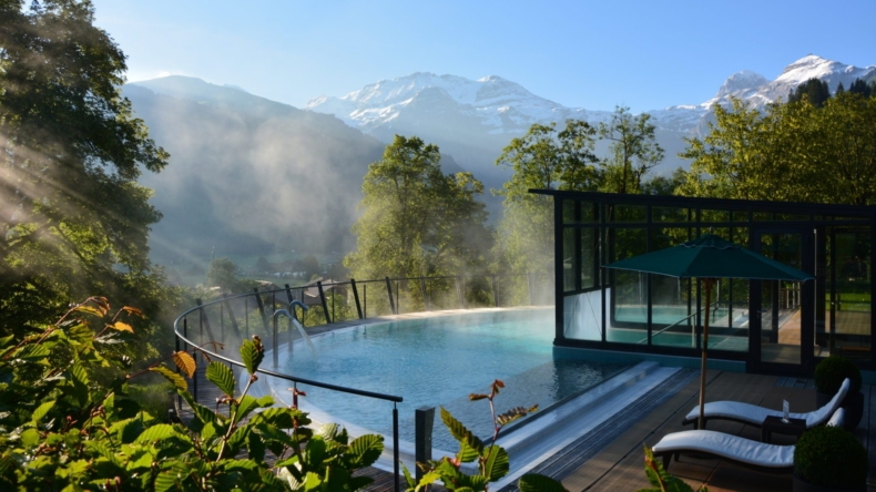 Aussenpool Lenkerhof gourmet spa resort Lenk