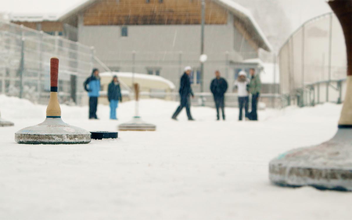 Gruppenerlebnisse im Schnee – Eisstockschiessen