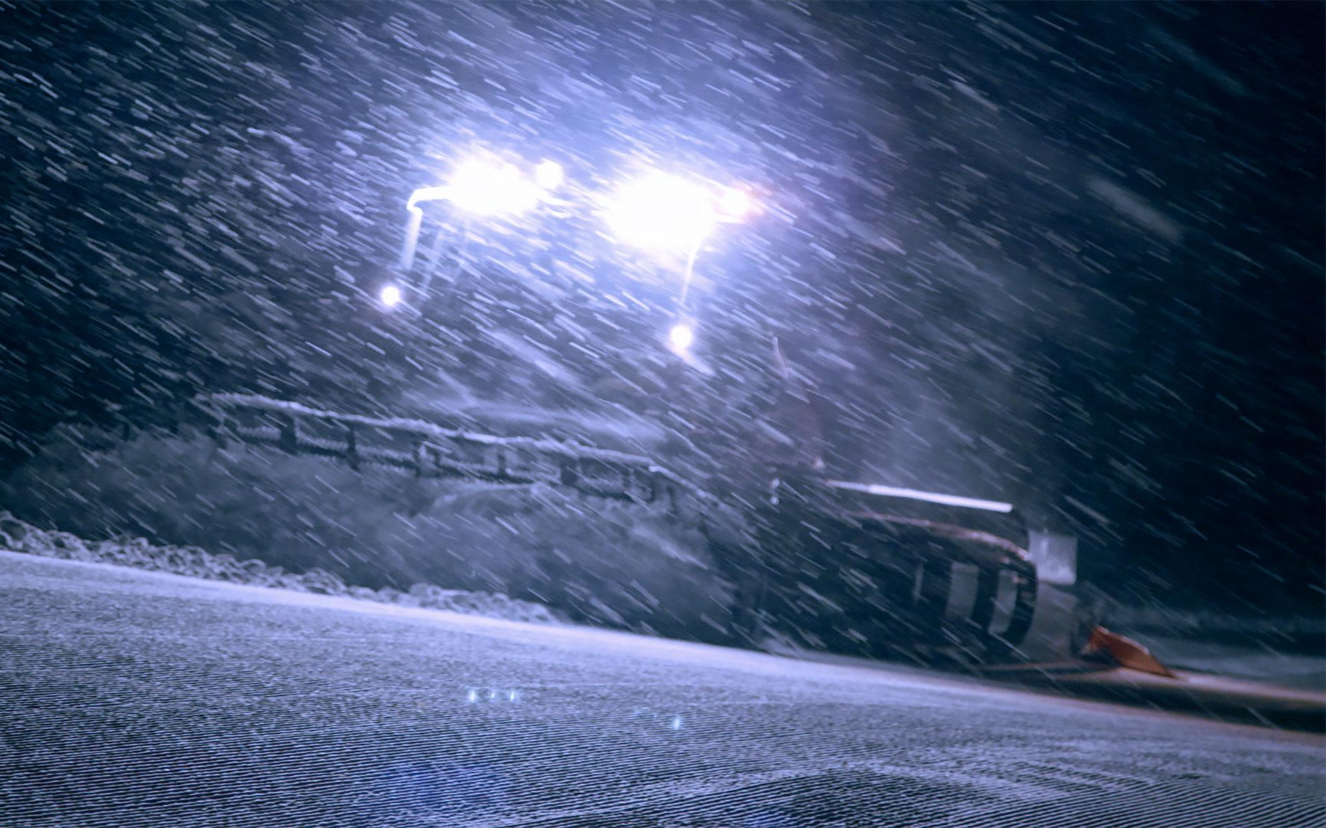 Pistenpräparation Nacht Ratrac bei Schnee