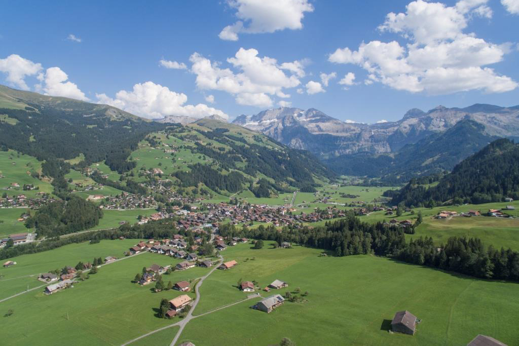 Lenk-Simmental Dorf mit Wildstrubel